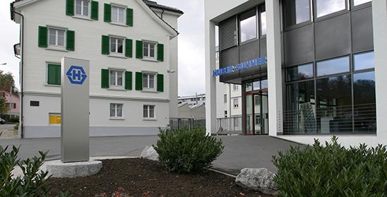 HUBER+SUHNER eröffnet hochmoderne Spritzguss-Fertigung in Herisau