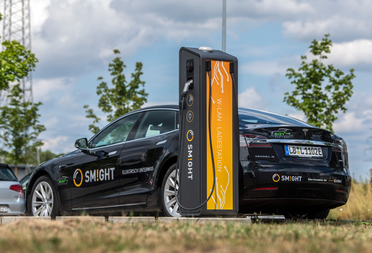 Kommunizierende E-Ladesäule SMIGHT Base powercharger mit smarter Antenne