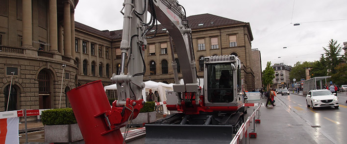 Students at ETH Zurich convert an excavator. HUBER+SUHNER contributes RADOX cables